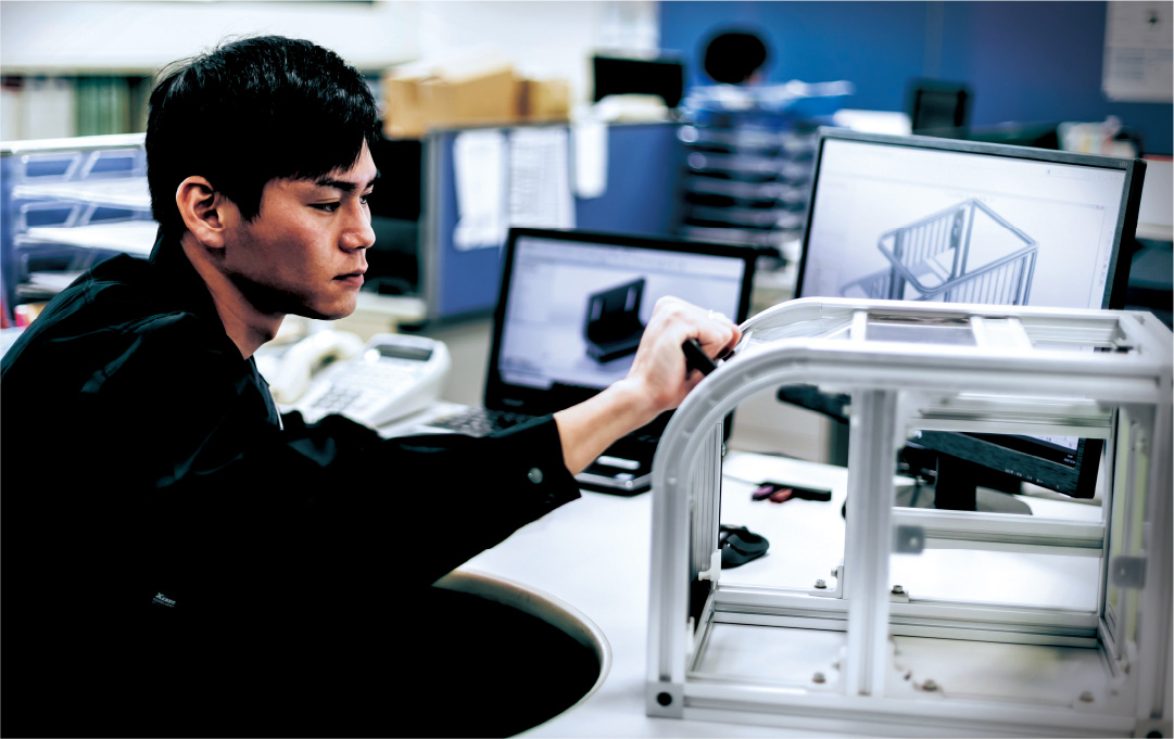 より作業者が使いやすい安全カバーを提供することをコンセプトにシャッター式の安全カバーを開発