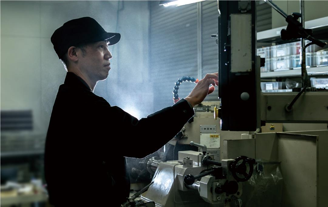 より高精度な金型を製作するため高精度・高剛性なガイドを開発